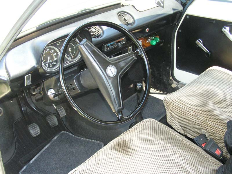 ford-escort-4inside.jpg