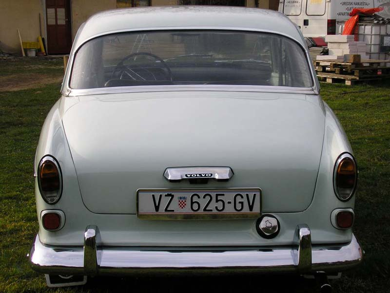 volvo-amazon-2back.jpg